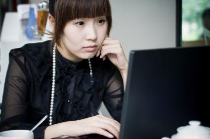 chinese-woman-at-computer